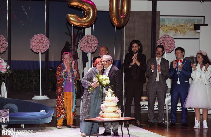 El actor Joan Pera celebra sus bodas de oro matrimoniales sobre el escenario