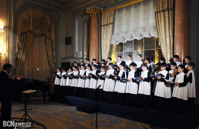 La Escolanía de Montserrat canta en el Palace Barcelona