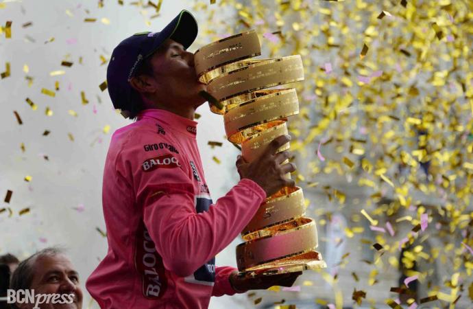 Nairo Quintana en lo más alto del podio del Giro de Italia