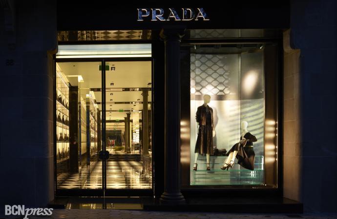Prada abre su primera flagship store en Barcelona