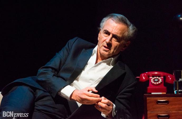 Bernard-Henry Lévy representa su 'Looking for Europe' en el Teatre Coliseum de Barcelona