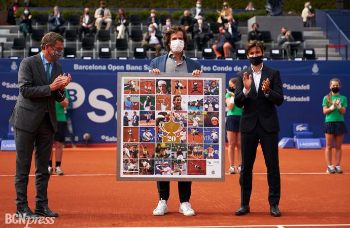Feliciano López homenajeado con un mural por ser el jugador que más veces ha participado en el Barcelona Open Banc Sabadell-Trofeo Conde de Godó