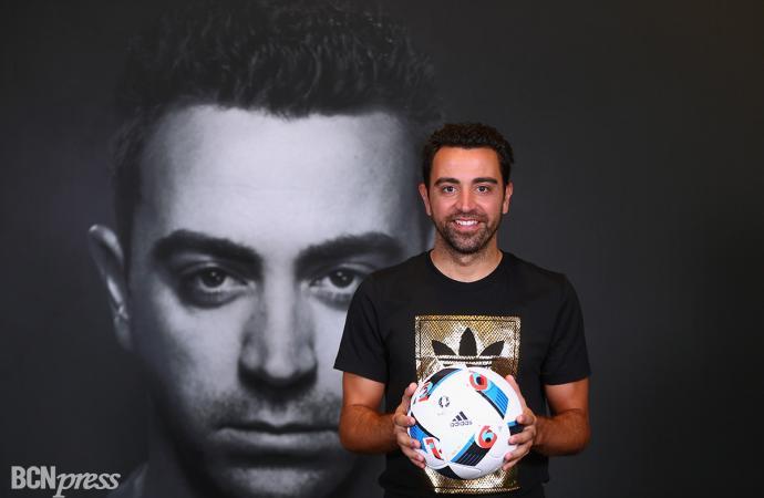 Xavi Hernández con Adidas en Dubái